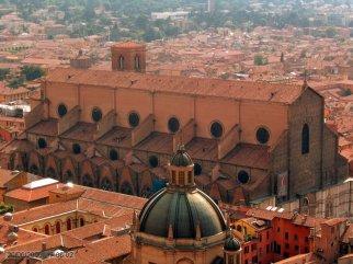 14 -Bologna. panorama basilica di San Petronio in Piazza Maggiore.