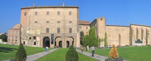 18 -Parma - Palazzo della Pilotta. I percorsi pedonali che portano da via Garibaldi al Palazzo della Pilotta