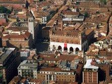 2 -Piacenza, vista dall'alto la città su Piazza Cavalli.