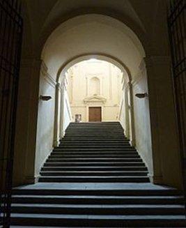 23 - -Lo scalone della Pilotta che porta al Museo.