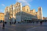 19 -Ferrara. Il Duomo dedicato a San Giorgio è il più importante luogo religioso di Ferrara. Si trova in Piazza delle Erbe (oggi Trento e Trieste) di fronte al Palazzo Comunale e poco distante dal Castello Estense.