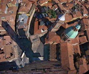 6 -Bologna. Veduta della Piazza Ravegnana dalla sommità della Torre degli Asinelli