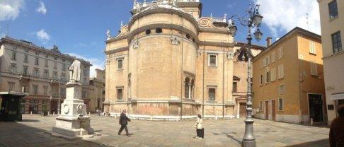 24 -Parma, piazza della steccata con la Basilica di Santa Maria della Steccata.