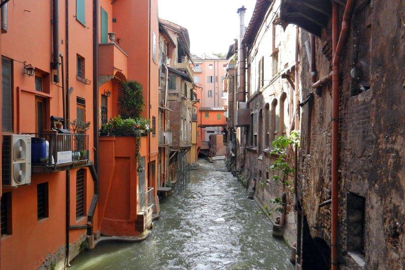 Bologna nessunapretesa - La casa continua bologna ...