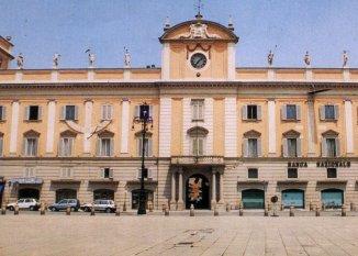 11 -Piacenza. Palazzo del Governatore. progettato dall'arch. Lotario Tomba nel 1787, ospitò gli uffici e l'abitazione dei governatori che si succedettero fino all'annessione del ducato di Piacenza e Parma al Regno di Sardegna. Oggi sede della Camera di Commercio di Piacenza