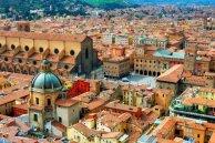 7 -Bologna-panorama. Cuore pulsante della città, Piazza Maggiore (o Piazza Grande come la chiamano i bolognesi e la cantava Lucio Dalla) è il centro della vita civile e religiosa di Bologna.