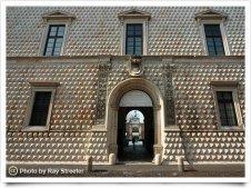31 -Ferrara, il Palazzo dei Diamanti, entrata