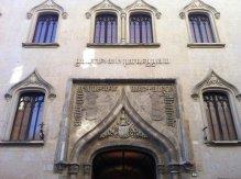 25 -Particolare della facciata della Galleria Parmeggiani