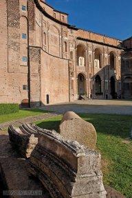 16 - -Piacenza. Palazzo Farnese, il cortile.