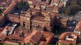 6 - Panorama di FERRARA con veduta aerea del Castello Estense. La prima pietra di questa fortezza fu posata il 29 settembre del 1385 dal Marchese Nicolò II d'Este. Opera imponente fatta per rifugiarsi dai malumori della folla in rivolta.