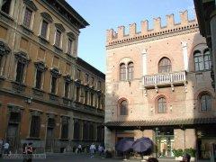 36 -Reggio Emilia -Piazza del Monte con il Palazzo del Capitano.