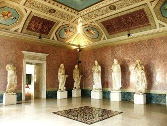 38 -Parma. Museo Glauco Lombardi. Il Museo Lombardi sala statute