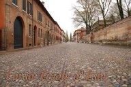 49 -Ferrara. Secondo l'UNESCO, che di cose belle se ne intende, il Corso Ercole d'Este è una delle più belle vie del mondo. Fino al 1492 Ferrara era una città con un impianto medievale, fatto di stradine piccole e tortuose, chiusa nel perimetro del Po e del Canale della Giovecca.