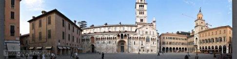 4 -Modena. La Piazza Grande è la piazza principale di Modena, situata in pieno centro storico della città. La Piazza Grande, con il duomo e la Torre civica della città, è stata inserita dal 1997 nella lista dei siti italiani patrimonio dell'umanità dall'UNESCO