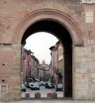 49 --Reggio Emilia, la porta santa croce esterno verso la città