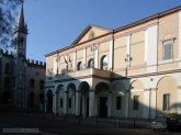 30 -Reggio Emilia. Teatro Ariosto con sullo sfondo la galleria Parmeggiani.