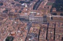 39 -Modena. Panorama su piazza Roma dove si affaccia Il Palazzo Ducale .