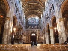 6 -Parma Duomo di Parma. Internamente l'impianto romanico è rimasto, anche se gran parte degli interni (navata centrale, cupola, transetto) sono dovuti a successivi interventi rinascimentali.