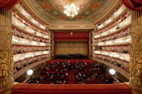 50 -Teatro Comunale di Modena, interno.