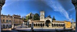 7 -Udine. Piazza della libertà con veduta del Castello.