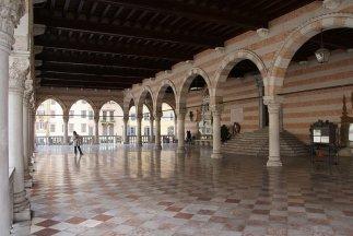 30 - Udine. Loggia_del_Lionello, porticato