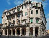 38 -Udine. Palazzo del Comune Tipico esempio d'architettura in stile Liberty del XX secolo è il palazzo del Comune o D'Aronco dal nome dell'architetto friulano Raimondo D'Aronco che lo progettò. Fu costruito a partire dal 1911 sul luogo di un precedente edificio del Cinquecento, fu ultimato nel 1932.