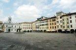 48 -Udine. Scorcio di piazza Matteotti, meglio conosciuta come piazza San Giacomo oppure piazza delle Erbe, con la chiesa di San Giacomo