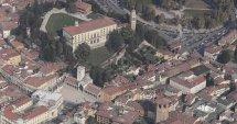 6-Udine. Il Castello in alto, e in basso Piazza della Libertà.