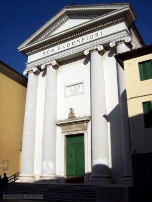 52 -Udine-La facciata neoclassica della chiesa del Redentore. Risale al 1733; la facciata, in stile neoclassico, è stata realizzata un secolo dopo dall'architetto friulano Giovanni Battista Bassi; si trova in via Mantica.