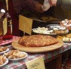 60 -Udine. Il piatto più caratteristico della cucina udinese, il frico con le patate, offerto in un'osteria