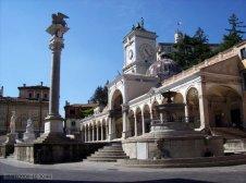 9 -Udine. Piazza Libertà con la fontana del Carrara