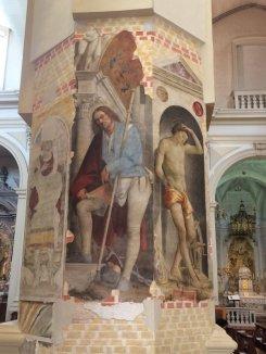 11 -Pordenone, interno duomo. Sul pilastro posto davanti all'ingresso della cappella Montereale-Mantica sono presenti preziosi affreschi risalenti al Quattrocento e Cinquecento, fra i quali del Pordenone, San Rocco e Sant'Erasmo