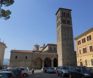 6-Rieti. La cattedrale di Santa Maria Assunta duomo della città, è il luogo di culto cattolico più importante. Alcuni ambienti del duomo e delle sue adiacenze fanno parte del percorso espositivo del Museo diocesano dei Beni Ecclesiastici.