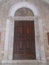 9 -Rieti. La cattedrale di Santa Maria Assunta. Ingresso o Portale centrale