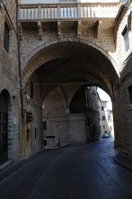 14- Rieti. L'Arco di Bonifacio VIII detto anche Arco del Vescovo o del Vescovado è un cavalcavia medievale che si trova a Rieti, lungo Via Cintia.