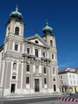 43 -Chiesa di Sant'Ignazio a Gorizia. La chiesa un dei luogo di culto cattolico della città, eretta in piazza della Vittoria dal 1654, ha maestosa facciata sviluppata su tre livelli affiancati da due campanili.