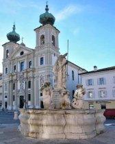 46-Gorizia chiesa sant Ignazio e in primo piano la fontana del nettuno