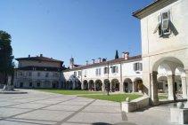 36 -Gorizia. Piazza Sant'Antonio il palazzo-fortificato-lantieri