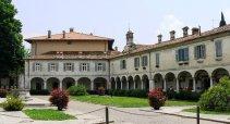 37 - Gorizia. Piazza Sant'Antonio il palazzo-fortificato-lantieri