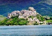 11 -Rieti. Castel di Tora