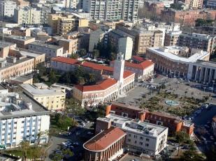 3 -Latina. In Piazza del popolo il palazzo comunale.