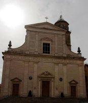 9 - Frosinone.Nel punto più alto della città, la cattedrale di Santa Maria Assunta è il luogo di culto cattolico più importante di Frosinone. Si trova nel centro storico di Frosinone, in piazza Santa Maria.
