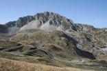 49 -Rieti. Una delle vette del Terminillo d'estate. Il Monte Terminillo è un massiccio montuoso, la cui vetta più elevata raggiunge i 2217,13 m di altitudine (nuova rilevazione, precedentemente l'altezza era di 2216 m s.l.m.). Appartenente al gruppo dei Monti Reatini dell'Appennino Abruzzese, situato a 20 km da Rieti.