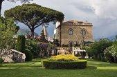 30 -Ravello. Hotel e Villa Cimbrone. Affacciato sul Mar Mediterraneo, questo hotel chic situato sulle pendici di una collina in una tenuta dell'XI secolo con murature originali.