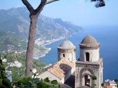 21 -Ravello. Chiesadell'annunziata, vista da Villa Rufolo