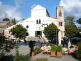5 -Ravello. Tante sono le chiese, di grande interesse é Il duomo dedicato a santa Maria Assunta, si trova sull'omonima piazza di Ravello. È stato fondato nel 1086-1087