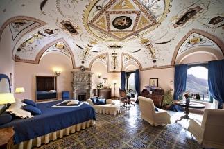 35 -Ravello. Hotel e Villa Cimbrone, interno.