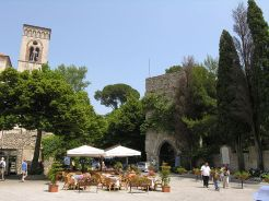 10 -Torre di ingresso di Villa Rufolo su Piazza Duomo