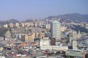 11 -Panorama-di-Genova-dalla-lanterna-la-collina-di-mura-degli-angeli-e-il-grattacielo-matitone