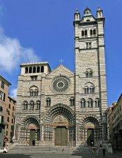 86 -Genova. La maestosa e solenne Cattedrale di San Lorenzo è stata eretta a partire dal IX secolo ed è stata rimaneggiata fino al XVI secolo, il che spiega la giustapposizione di diversi stili architettonici tanto all'esterno quanto all'interno. Nel 1118 la chiesa fu consacrata da papa Gelasio II.